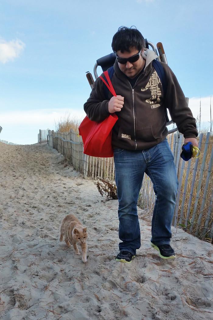 «Мы решили составить для него список того, что ему нужно успеть сделать, и в этом списке полно различных приключений» доброта, животные, коты