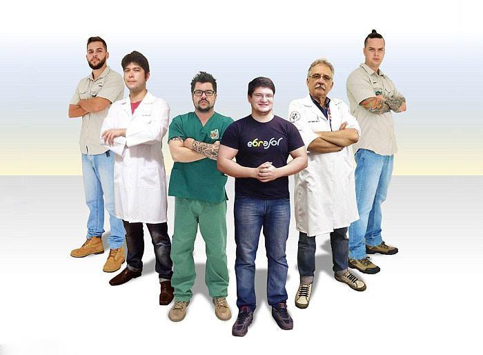 А вот и команда спасателей: 4 ветеринара, хирург-стоматолог и 3D-дизайнер 3d принтер, животные, панцирь, пожар, черепаха