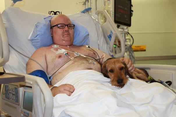 «Когда Закари начал умолять, чтобы ему позволили повидаться с его псом Чейзом, он уже несколько недель пролежал в больнице и был очень слаб после пересадки стволовых клеток», – рассказала Дженкинс.  больница, животные, терапия