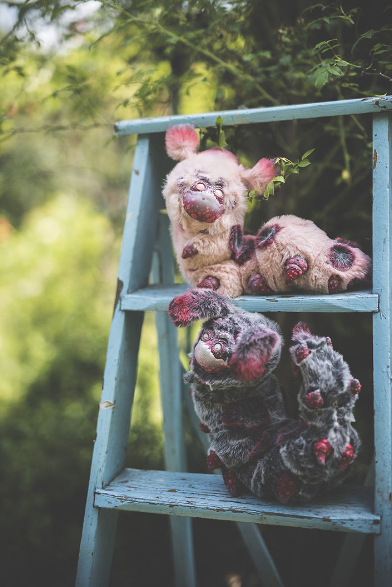 Гигантские зомби-гусеницы  животные, сад, фантазия