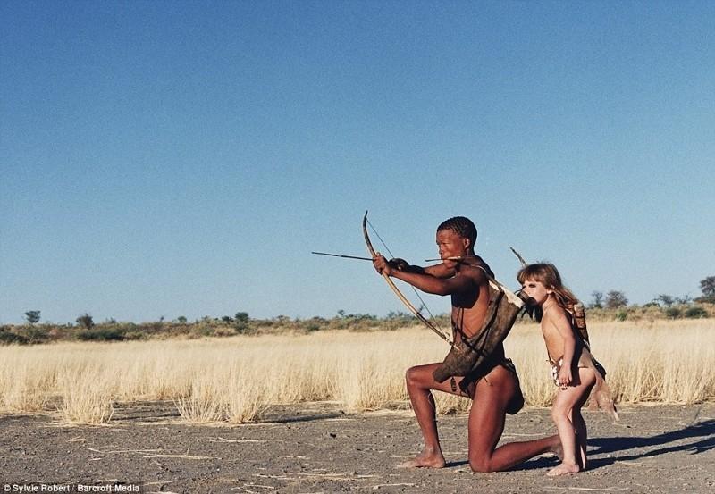 Типпи и охотник Ткуи из Сан-бушменов (Северная Намибия) африка, маугли, ребята и зверята, фотографии животных