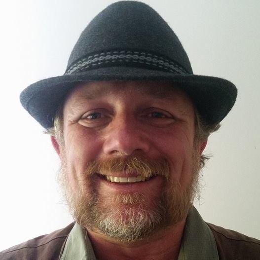 Мартин Струдер работает почтальоном в австралийской почте и очень любит собак, несмотря на то, что они не всегда отвечают ему взаимностью   животные, милота, собака