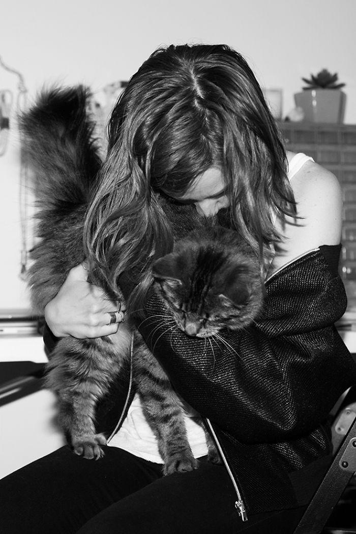 Райан и Хейзел девушки, животные, коты, фотопроект