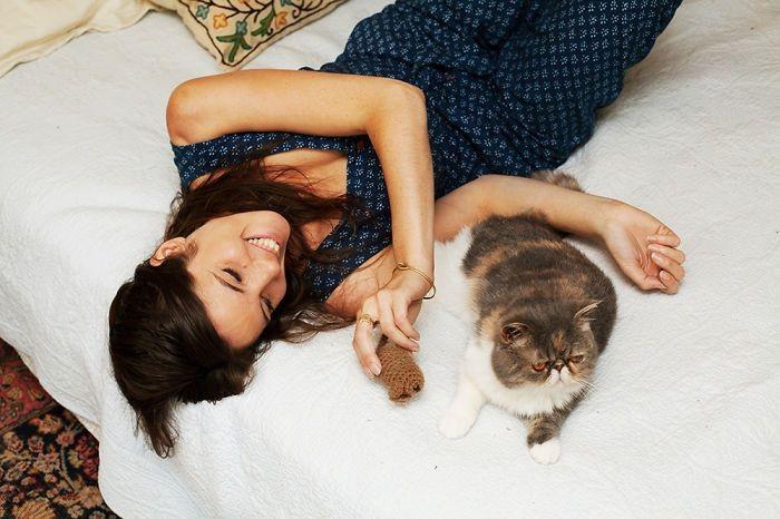 Кристина и Мьюмец девушки, животные, коты, фотопроект