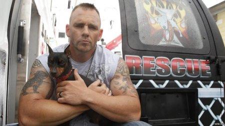 В США есть банда американских байкеров Rescue Ink, которые ломают...