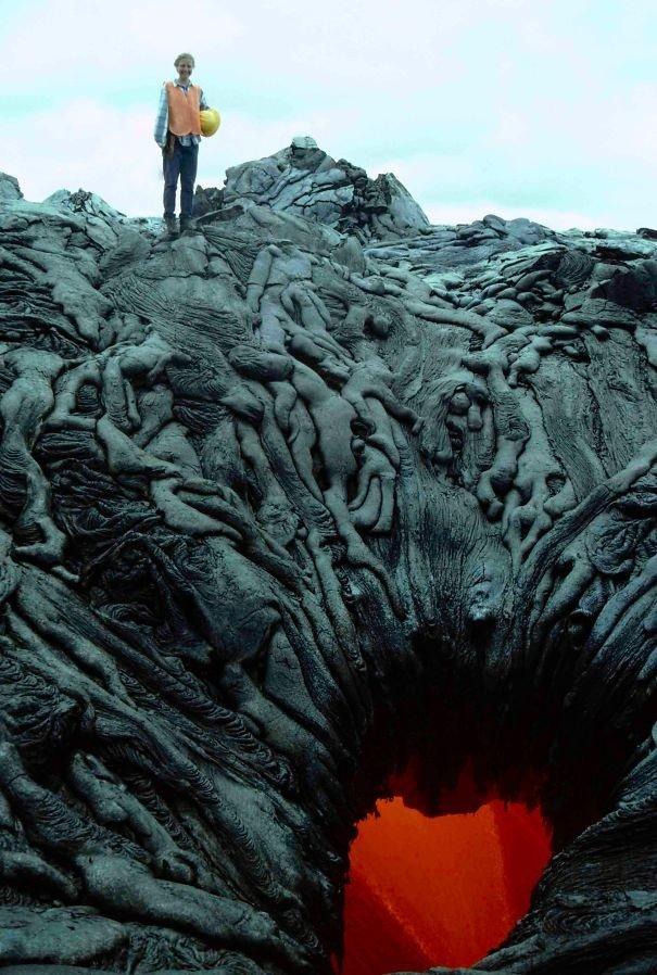 Потоки лавы сформировали инсталляцию, будто души грешников засасывает прямиком в ад жуткие фото, насекомые, неожиданно, подборка, природа, ужас, фото, что творится