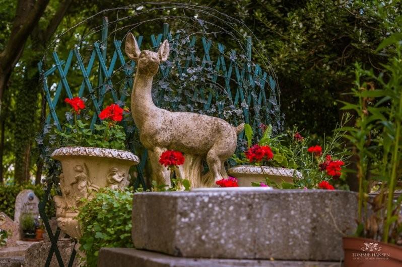 Памятник газели. домашние животные, животные, кладбище, кладбище собак, франция
